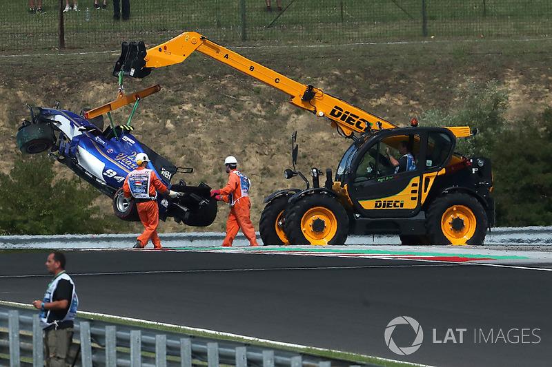 Bergung des Unfallautos von Pascal Wehrlein, Sauber C36
