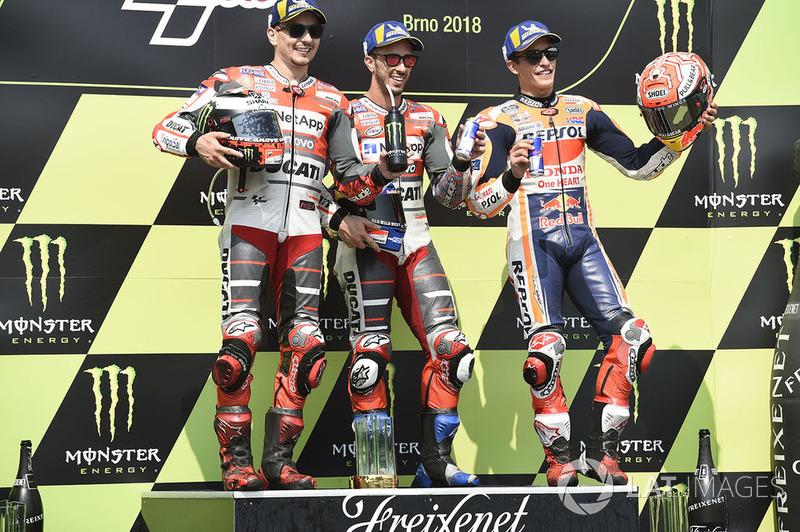 Подіум: друге місце Хорхе Лоренсо, Ducati Team, переможець гонки Андреа Довіціозо, Ducati Team, третє місце Марк Маркес, Repsol Honda Team