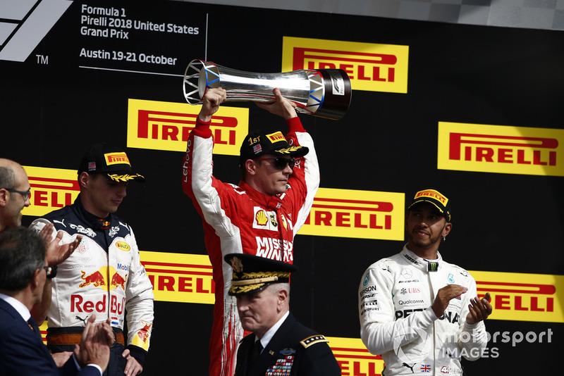 Podio: segundo lugar Max Verstappen, Red Bull Racing, ganador de la carrera Kimi Raikkonen, Ferrari, y tercer lugar Lewis Hamilton, Mercedes AMG F1