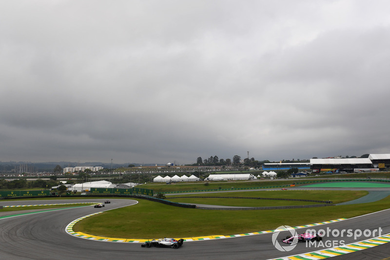 Lance Stroll, Williams FW41 y Esteban Ocon, Racing Point Force India VJM11