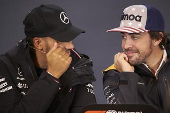 Lewis Hamilton, Mercedes AMG F1, et Fernando Alonso, McLaren