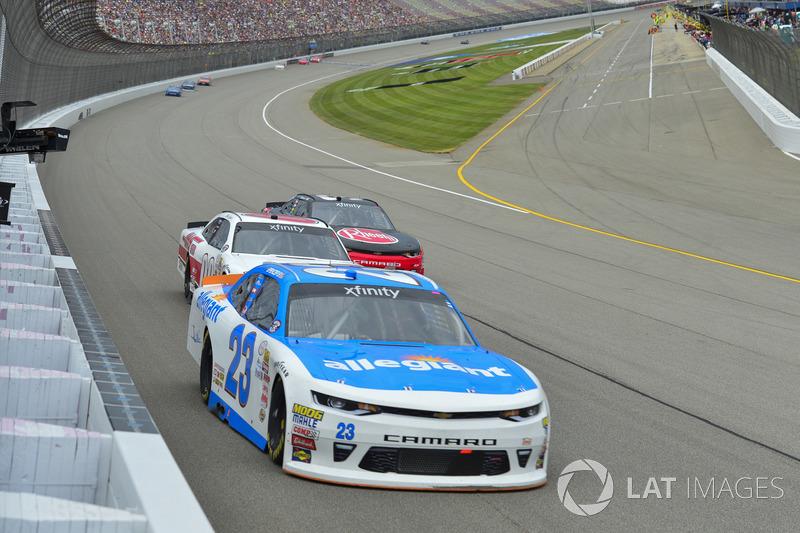 Спенсер Галлахер, GMS Racing Chevrolet, Коул Кастер, Haas Automation Ford и Ти Диллон, Richard Childress Racing Chevrolet