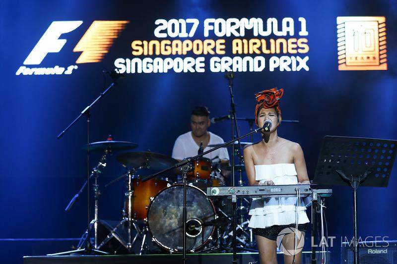 Сингапур: Аарика Ли и группа The Next Movement