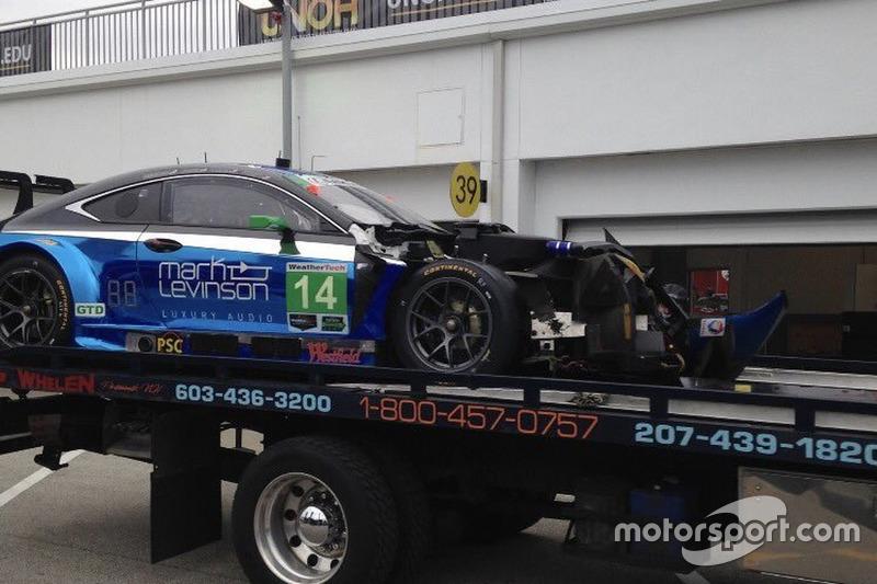 Unfall: #14 3GT Racing, Lexus RCF GT3: Scott Pruett, Ian James, Gustavo Menezes, Sage Karam