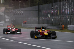 Nyck De Vries, Racing Engineering, leads Charles Leclerc, PREMA Powerteam