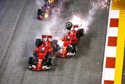 Startcrash: Sebastian Vettel, Ferrari SF70H, Max Verstappen, Red Bull Racing RB13, Kimi Raikkonen, Ferrari SF70H