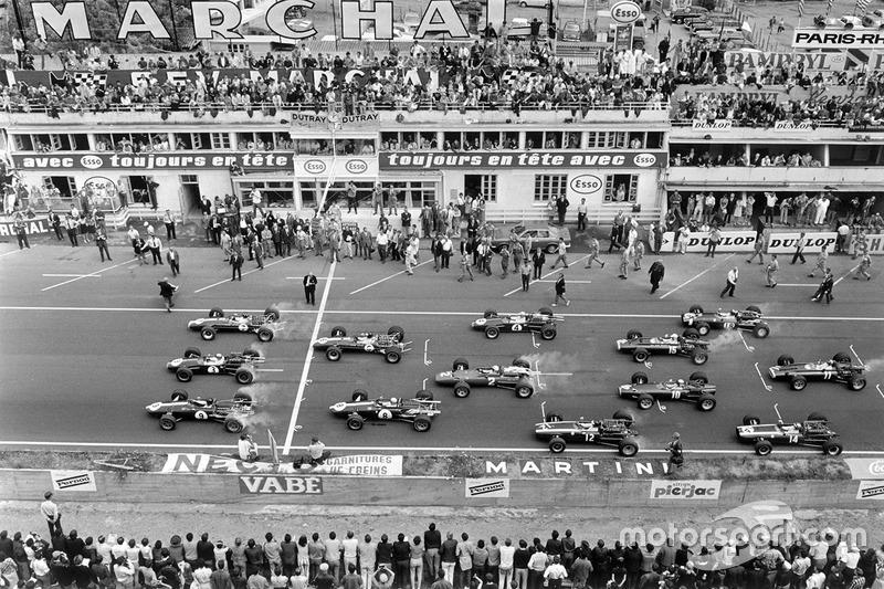 Arrancada: Graham Hill, Team Lotus 49 Ford Cosworth, Jack Brabham, Brabham BT24 Repco, Dan Gurney, Eagle T1G-Weslake, Jim Clark, Team Lotus 49 Ford Cosworth, Bruce McLaren Eagle T1G-Weslake, Denny Hulme, Brabham BT24 Repco, Chris Amon, Ferrari 312, Jochen
