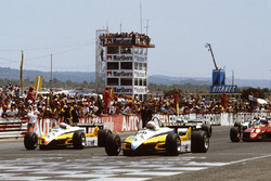 Start: René Arnoux, Renault RE30B, Alain Prost, Renault RE30B lead