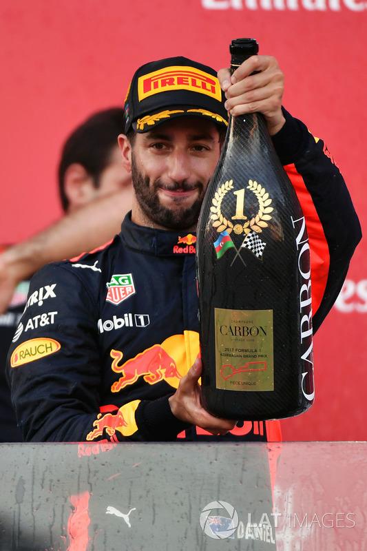Podio: ganador de la carrera Daniel Ricciardo, Red Bull Racing