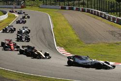 Фелипе Масса, Williams FW40, Нико Хюлькенберг, Renault Sport F1 Team RS17, и Кими Райкконен, Ferrari SF70H
