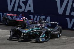 Adam Carroll, Jaguar Racing, leads Alex Lynn, DS Virgin Racing