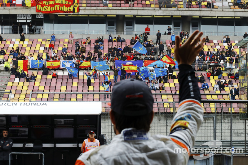 Fernando Alonso, McLaren, waves to the crowd