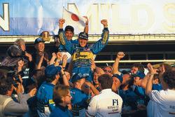 1. und Weltmeister Michael Schumacher, Benetton, mit Flavio Briatore, Benetton, Teamchef