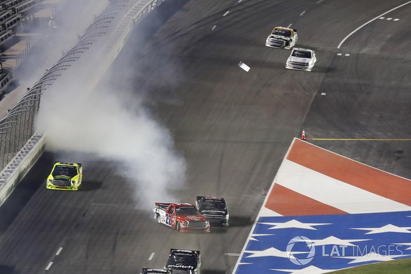 Unfall: Austin Wayne Self, AM Racing Toyota  Timothy Peters, Chevrolet Silverado