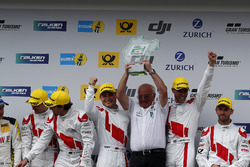 Yarış galibi #29 Audi Sport Team Land-Motorsport, Audi R8 LMS: Christopher Mies, Connor De Phillippi, Markus Winkelhock, Kelvin van der Linde with Wolfgang Land, team principal Audi Sport Team Land  Motorsport