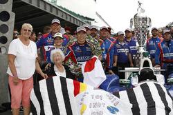 Winner Takuma Sato, Andretti Autosport Honda and the quilt lady