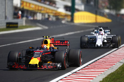 Max Verstappen, Red Bull Racing RB13, Paul di Resta, Williams FW40