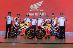 Гонщики Repsol Honda Team Марк Маркес и Дани Педроса, члены Astra Honda Motor