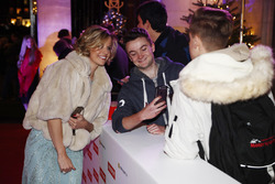 Susie Wolff con fans