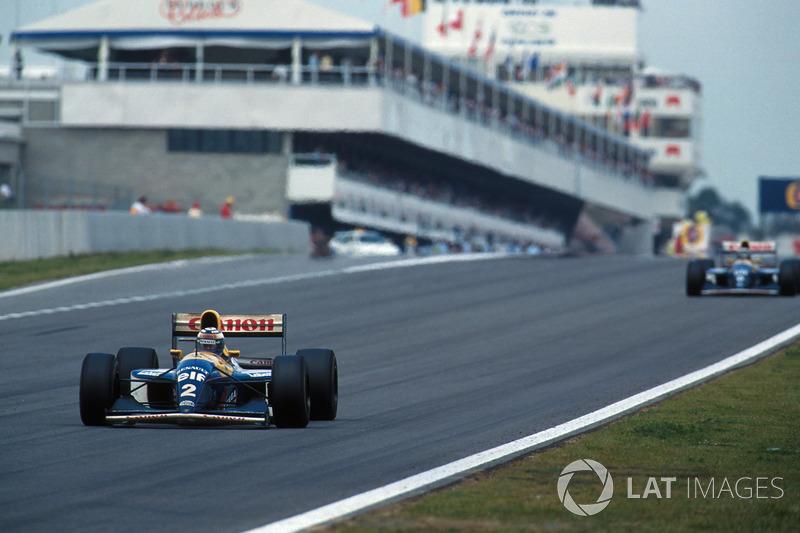Pero la suerte de Hill acabó en la vuelta 41, cuando su V10 Renault explotó, dando el segundo puesto a Senna.