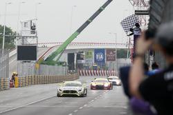 Bandera a cuadros para Edoardo Mortara, Mercedes-AMG Team Driving Academy, Mercedes - AMG GT3
