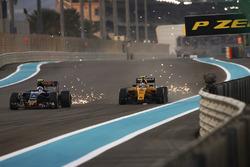 Carlos Sainz Jr, Toro Rosso STR11 Ferrari, en Jolyon Palmer, Renault RE16