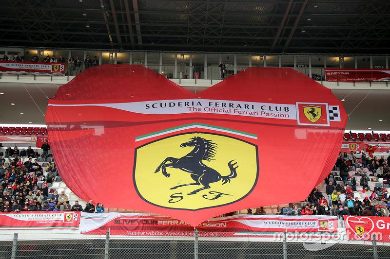 Cuore Ferrari in tribuna