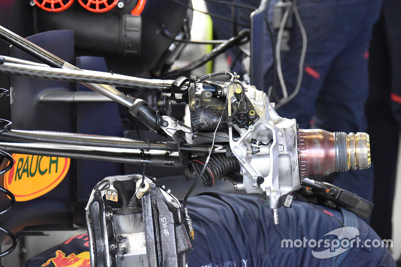 Red Bull Racing RB13 ön süspansiyon