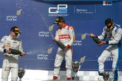 Podio: il primo classificato Rio Haryanto, Campos Racing, il secondo classificato Stoffel Vandoorne, ART Grand Prix, il terzo classificato Nathanael Berthon, Lazarus