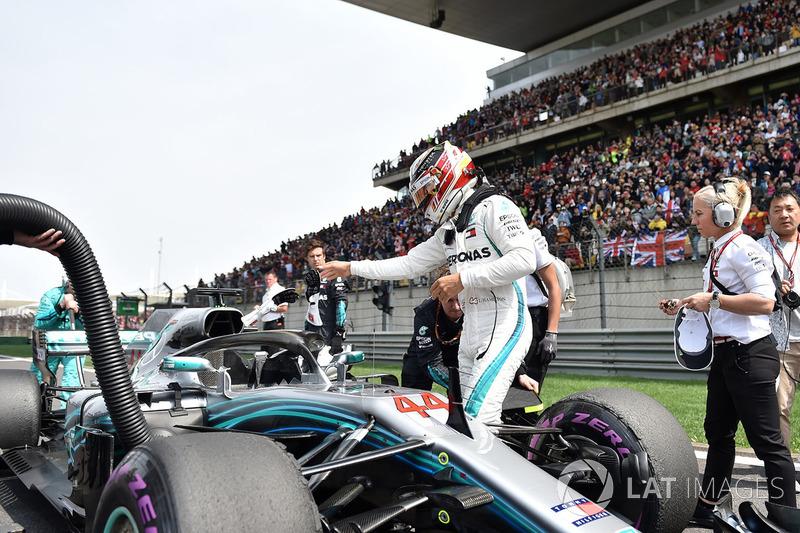 Lewis Hamilton, Mercedes-AMG F1 W09 EQ Power en la parrilla