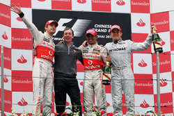 Podium: Race winner Jenson Button, McLaren; Tim Goss, McLaren Chief Engineer, second plac Lewis Hamilton, McLaren, third place Nico Rosberg, Mercedes GP