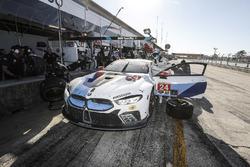 #24 BMW Team RLL BMW M8, GTLM: John Edwards, Jesse Krohn, Nicky Catsburg, pit stop