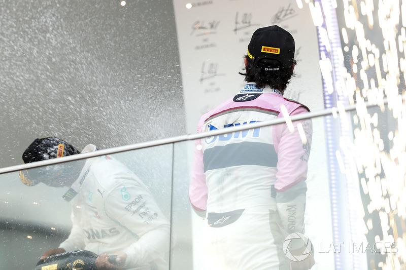 Podio: ganador, Lewis Hamilton, Mercedes-AMG F1, Ferrari, tercero, Sergio Perez, Force India celebran