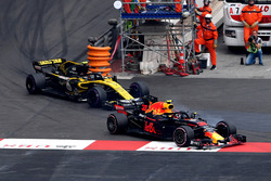 Max Verstappen, Red Bull Racing RB14 and Carlos Sainz Jr., Renault Sport F1 Team R.S. 18 battle