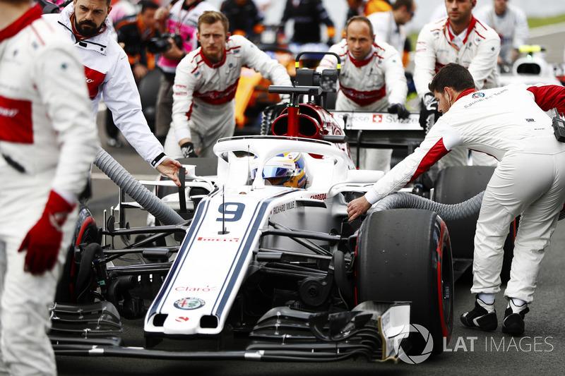 Marcus Ericsson, Sauber, arrives on the grid