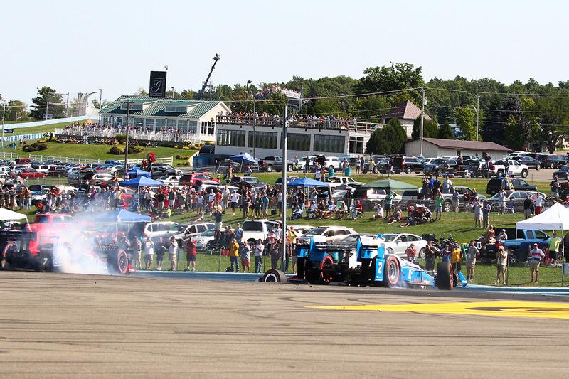 Mikhail Aleshin, Schmidt Peterson Motorsports Honda, Juan Pablo Montoya, Team Penske Chevrolet in trouble