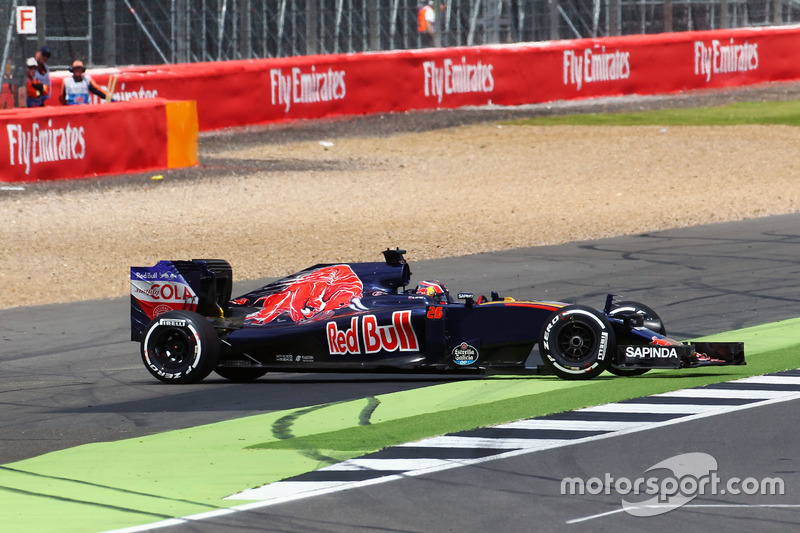 15: Daniil Kvyat, Scuderia Toro Rosso STR11