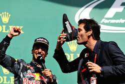 Podium: 2. Daniel Ricciardo, Red Bull Racing, mit Mark Webber