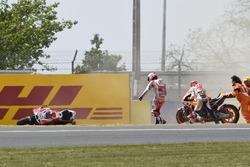 Авария: Марк Маркес, Repsol Honda Team и Андреа Довициозо, Ducati Team