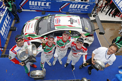Podium: race winner Rob Huff, Honda Racing Team JAS, Honda Civic WTCC, second place Norbert Michelisz, Honda Racing Team JAS, Honda Civic WTCC, third place Tiago Monteiro, Honda Racing Team JAS, Honda Civic WTCC