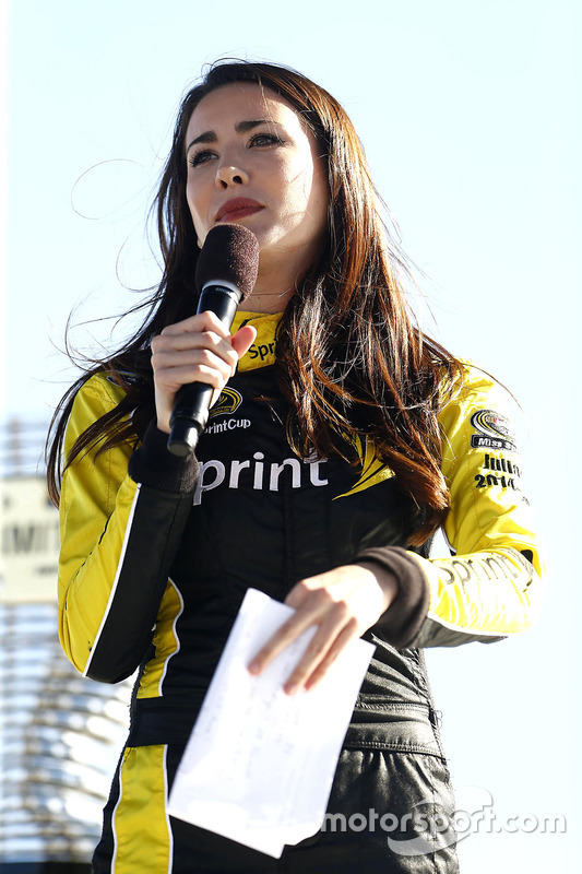 Miss Sprint Cup Julianna en el draw de la formación inicial