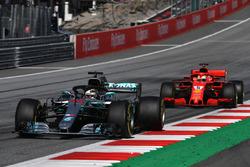 Lewis Hamilton, Mercedes-AMG F1 W09 leads Sebastian Vettel, Ferrari SF71H
