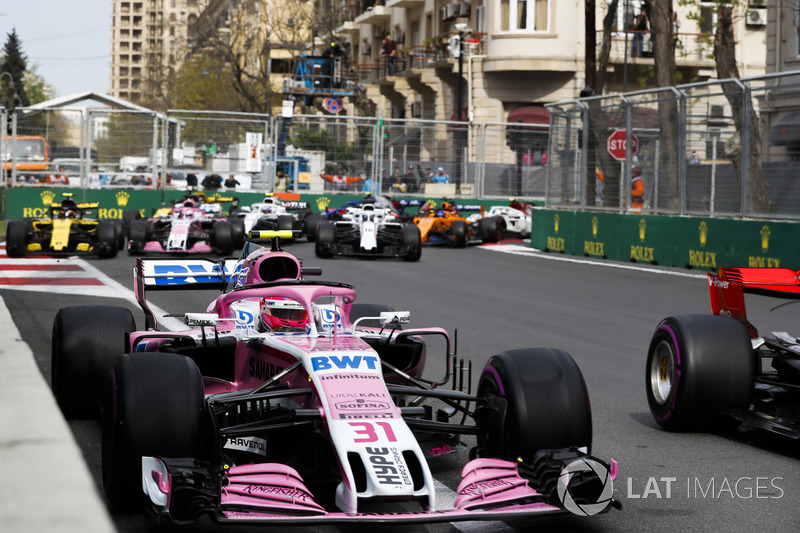 Esteban Ocon, Force India VJM11 Mercedes, Carlos Sainz Jr., Renault Sport F1 Team R.S. 18, Sergio Perez, Force India VJM11 Mercedes, Sergey Sirotkin, Williams FW41 Mercedes, y el resto del grupo