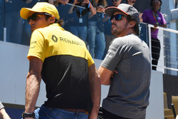 Carlos Sainz Jr., Renault Sport F1 Team and Fernando Alonso, McLaren on the drivers parade