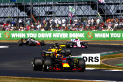 Daniel Ricciardo, Red Bull Racing RB14, lidera a Nico Hulkenberg, Renault Sport F1 Team R.S. 18