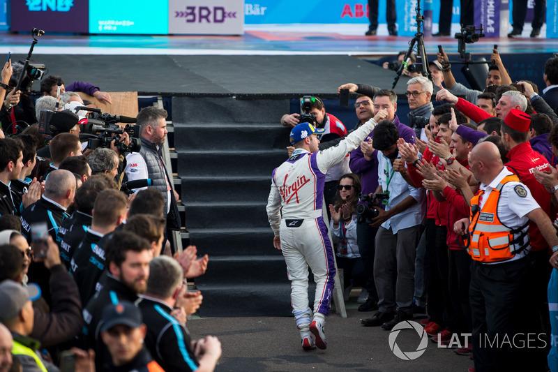 Sam Bird, DS Virgin Racing, celebra en el podio
