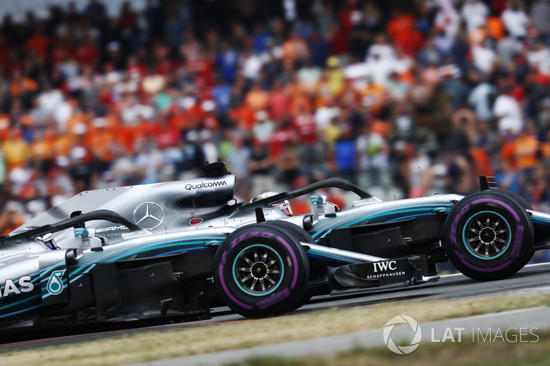Lewis Hamilton, Mercedes AMG F1 W09, e Valtteri Bottas, Mercedes AMG F1 W09