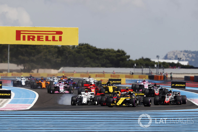 Carlos Sainz Jr., Renault Sport F1 Team R.S. 18, devant Charles Leclerc, Sauber C37, et Kevin Magnussen, Haas F1 Team VF-18
