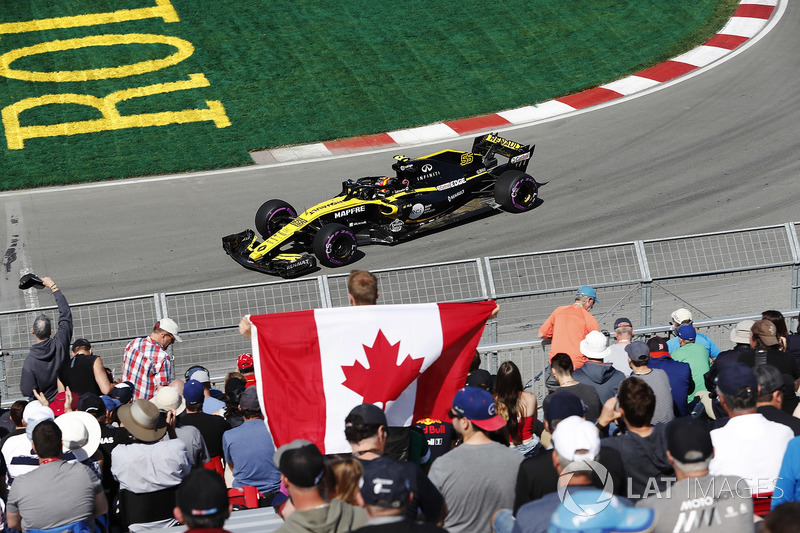 Carlos Sainz Jr., Renault Sport F1 Team, passes cheering fans, including one holding a Canadian flag