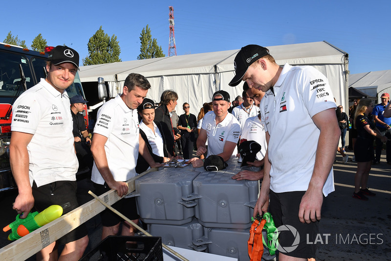 Mercedes AMG F1 at the raft race